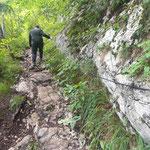 Felsige Passagen mit Seilversicherungen (die allerdings nicht unbedingt nötig sind)