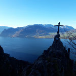 Gipfel der Überraschung mit dem Ausblick über den Traunsee und das Höllengebirge