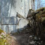 Wegverlauf entlang der Felswand