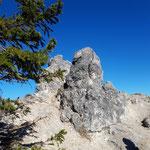 Wieder ein toller Felsen am Wegrand