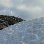Dieses Schneefeld haben wir noch zu queren, danach haben wir den Kleinmölbing erreicht