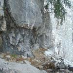Vorbei am Großen Ofen, der spektakulären Felswand