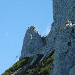 Blick auf den Klettersteig und die berühmte Brücke