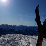 Blick am Gipfel und dessen Markierung