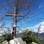 Gipfelkreuz (im Hintergrund das Sengsengebirge)