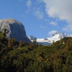 Immer wieder blitzt der Gletscher während des Aufstieges hervor