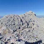 Über den Grat hin zum Gipfel