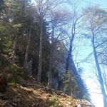 Vorbei an den Felsformationen nähern wir uns immer weiter dem Gipfel