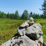 Bei diesem Steinmännchen laufen die beiden Wege wieder zusammen