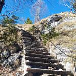 Nach dieser Treppe ist der Gipfel erreicht