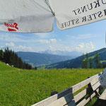 Auf der Terrasse des Sattelbauern - mit Dachsteinblick