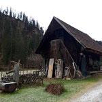 Hütte neben dem Forsthaus Bernerau