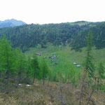 Unter uns ist unser zweites Ziel zu sehen - die Hochmölbinghütte