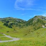 Blick zu Beginn auf die ersten beiden Gipfel unserer Tour - Arche rechts, Tagweidegg links