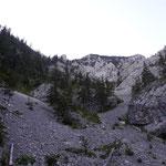 Blick zurück - zum Traunstein und dessen Geröllfeldern
