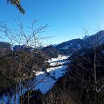 Über dem Tal Innerrosenau - im Hintergrund zeigen sich die Ausläufer der Haller Mauern