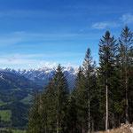 Ständiger Wegbegleiter ist das tolle Panorama