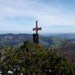 Zweites kleines (Gedenk-)kreuz am Gipfel