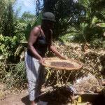 la cuisinière prépare le cacao