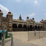 Der ganze Palast
