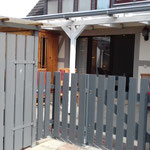 separate und überdachte Terrasse der Ferienwohnung
