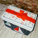 Die Box wird durch eine Papierschleife zusammen gehalten