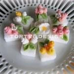 Zollette di zucchero decorate con fiorellini in fondant di zucchero