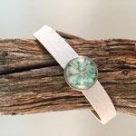 Weißes Armband mit Blütenschieber türkis
