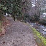 走井橋のわき道