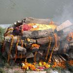 lijk op de brandstapel in Pashupatinath