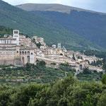 Zicht op de oude stad van Assisi