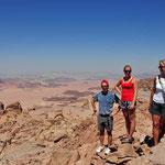 Op 'Mount Hash' met op de achtergrond zicht op Saudi-Arabia