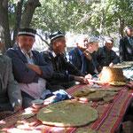 Vrijdaglunch in Bakhautdin Naqshbandi. Dit is belangrijkste heiligdom van de Naqshbandi-soefi-orde