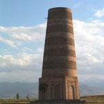 De beroemde Buranatoren. Overblijfsel van de stad Balasagun uit de 11e eeuw.