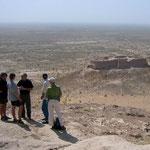 Op stap in de deelstaat Karakalpakstan. De woestijnkastelen. Zicht op Toprak Qala (2000 jaar oud uit het Kushana regime)