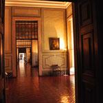 een van de vele gangen in het paleis