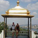 verpozing onder een gouden koepel in he Topkapi paleis