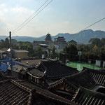 Zicht op de daken van Bukchon, oude stadsgedeelte van Seoul