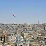 De Jordaanse vlag op één van de heuvels