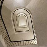 Die Treppenhäuser wurden unterschiedlich ausgestaltet und ergeben faszinierende Perspektiven.