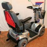 Neigungsverstellbare Armlehnen Elektromobil Mobilis M68 für Senioren und Behinderte