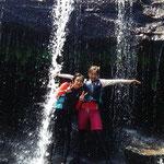 滝に打たれて、滝壺に飛び込んでみたり