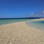 珊瑚で出来ている島。バラス島。