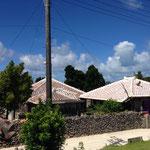 伝統的な瓦屋根の集落