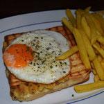 Schinken-Käse-Toast,Spiegelei,Pommes & Ketchup € 4,50