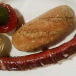XL Käsekainer mit Senf,Ketchup & Gebäck € 5,90