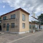 BAUPHASE Wohn -und Firmengebäude  Anbau Neubau an die sanierten Container