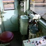 モハ11号運転室
