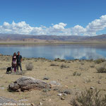 Lac Chadzgai en arrière plan