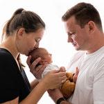 Neugeborenenfoto, Babyfoto, schlicht, hell, natürlich, Babyfotografhamburg, Babyfotografrosengarten, Neugeborenenshooting, Babyshooting, baldmama, elternundkind